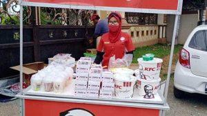 KFC Jualan Di Jalanan Karena PSBB